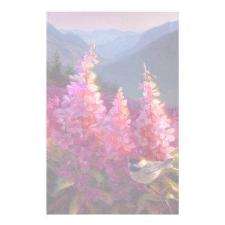 Chickadee en Wildflowers de Alaska con las Papeleria De Diseño