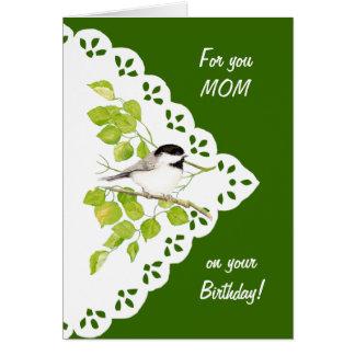 Chickadee pájaro y cordón de la mamá del feliz cu felicitación