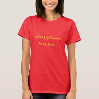 Chicks Dig Farmers. T-Shirts Ames, Iowa