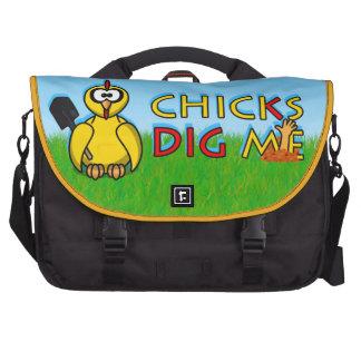 Chicks dig me! laptop bags