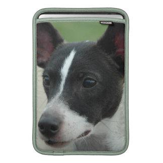 "Chihuahua blanco y negro 11"" manga de MacBook Fundas Macbook Air"