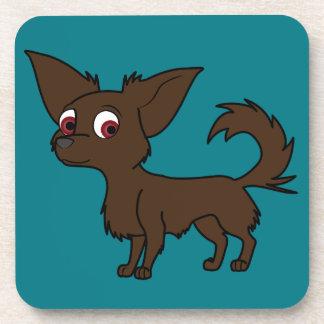 Chihuahua del chocolate con el pelo largo posavasos de bebida