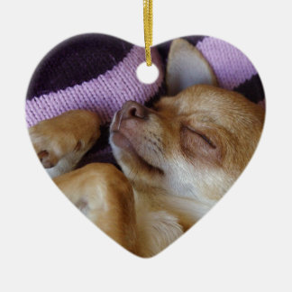 Chihuahua el dormir adorno de cerámica en forma de corazón