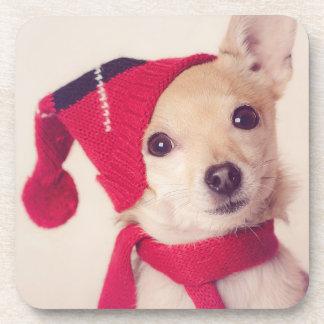 Chihuahua en casquillo del invierno posavasos de bebida