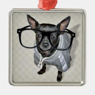 Chihuahua negra con la foto de los vidrios adorno navideño cuadrado de metal