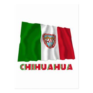 Chihuahua que agita la bandera oficiosa postal