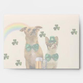 Chihuahuas del día de St Patrick Sobres