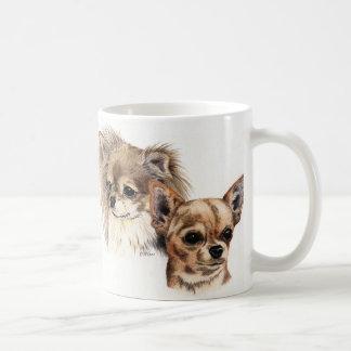 Chihuahuas largas y lisas de la capa taza