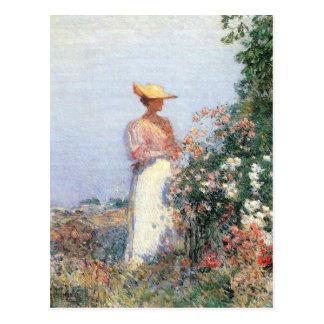 Childe Hassam - mujer en jardín Postales