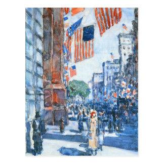 Childe Hassam - Quinta Avenida de las banderas Postales