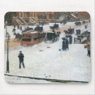 Childe Hassam - Quinta Avenida en invierno Mouse Pads