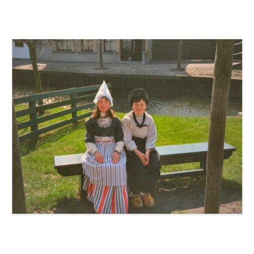 Children in Dutch national costume Postcard