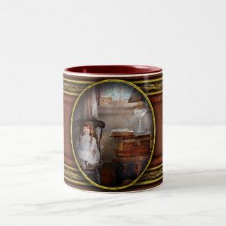 Children - Toy - A little girls room Mug