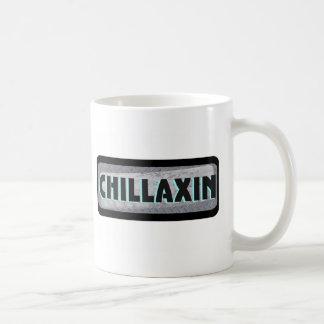 Chillaxin en el metal taza