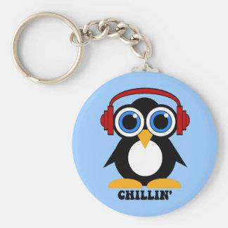 chillin del pingüino llavero redondo tipo pin