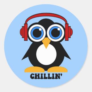 chillin del pingüino pegatina redonda