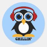 chillin del pingüino pegatinas redondas