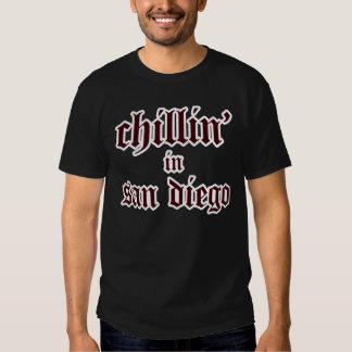 chillin en San Diego - oscuridad Playeras