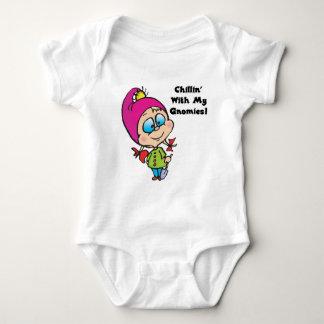Chillin lindo con mi diseño de los gnomos body para bebé