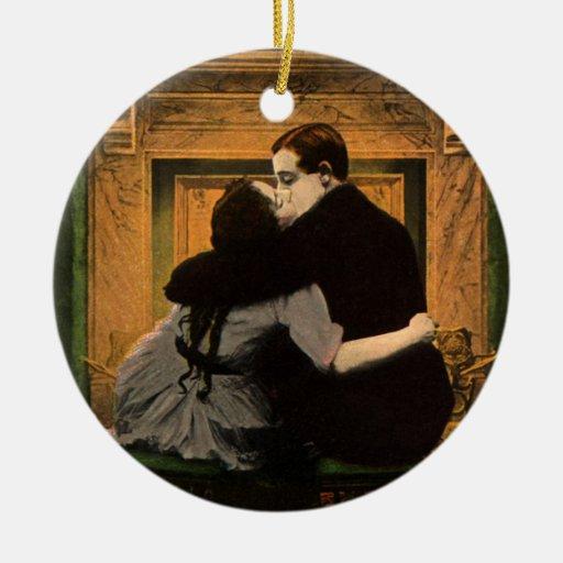 Chimenea romántica de los pares del amor y del adorno redondo de cerámica