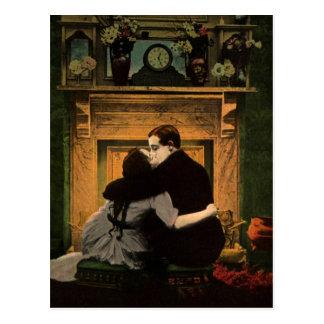 Chimenea romántica de los pares del amor y del tarjeta postal