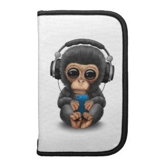 Chimpancé adaptable con los auriculares y el organizador