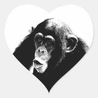 Chimpancé blanco negro pegatina en forma de corazón