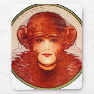 ¿Chimpancé o mujer retro de la ilusión del kitsch Mousepad