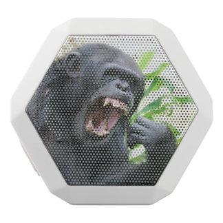 Chimpancé que descubre los dientes altavoces bluetooth blancos boombot REX