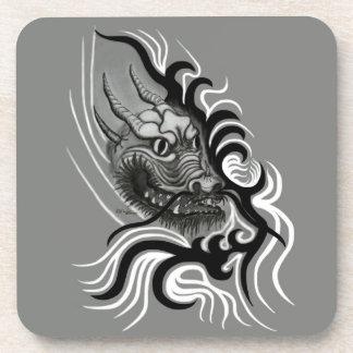 China-Dragón en estilo del tatuaje Posavasos