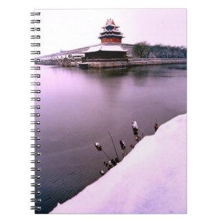 China en invierno - levante el tejado al lado de u libretas espirales