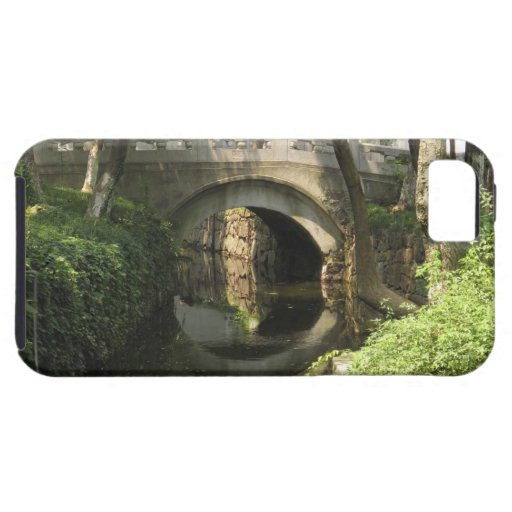 China, Nantong, an arched bridge forms a perfect iPhone 5 Case