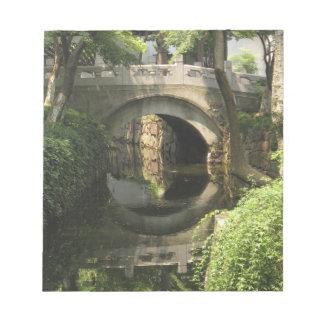 China, Nantong, an arched bridge forms a perfect Note Pad