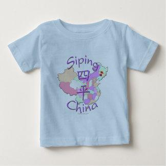 China que sorbe playera de bebé
