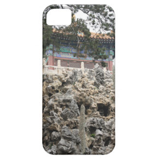 Chinese Pagoda Sitting on Rock Garden Formation iPhone SE/5/5s Case