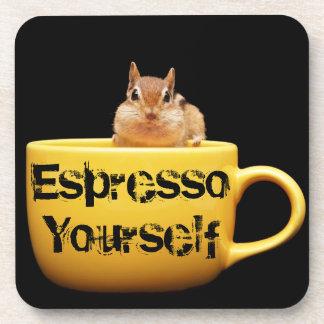 """Chipmunk cariñoso del café del """"café express usted posavasos de bebidas"""