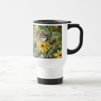 Chipmunk en el jardín tazas de café