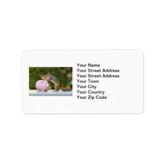 Chipmunk lindo con la imagen de la hucha del etiqueta de dirección