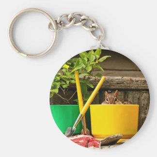 Chipmunk que cultiva un huerto lindo llavero