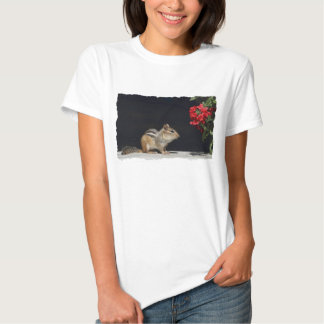 Chipmunk y foto de las flores del rojo playera
