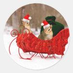 Chipmunks adorables del bebé de Santa en trineo Pegatina Redonda