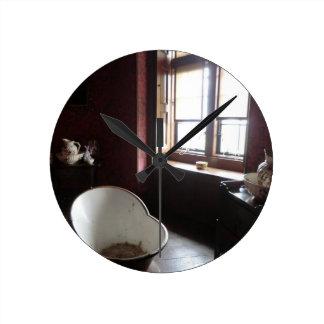 Chirk el cuarto de baño del castillo reloj redondo mediano