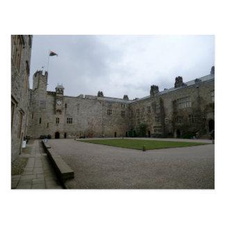 Chirk el patio interno del castillo tarjetas postales