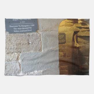 Chirk la entrada de la mazmorra del castillo toalla de mano