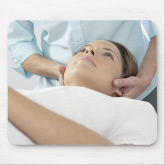 Chiropractic treatment of the neck using the mouse pad