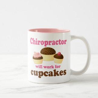 Chiropractor divertido taza de café de dos colores