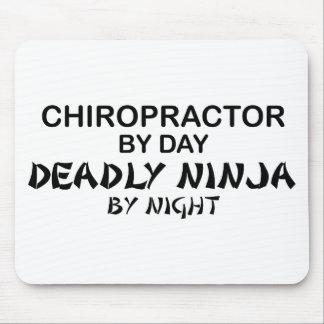 Chiropractor Ninja mortal por noche Alfombrillas De Ratones