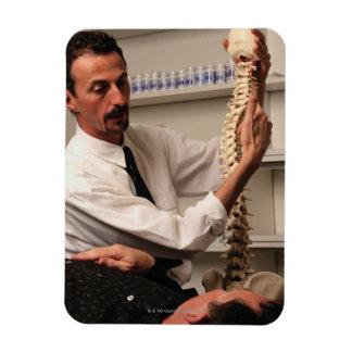 Chiropractor y paciente imán de vinilo
