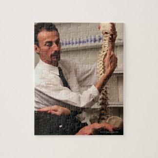 Chiropractor y paciente rompecabezas