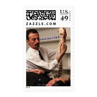 Chiropractor y paciente sellos